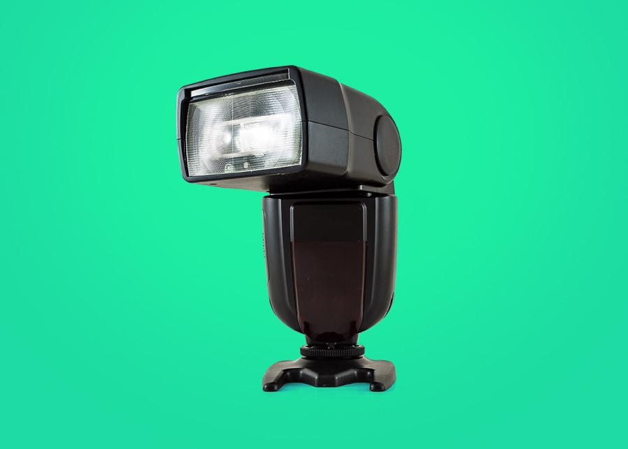Гид для фотографа: как выбрать фотовспышку?