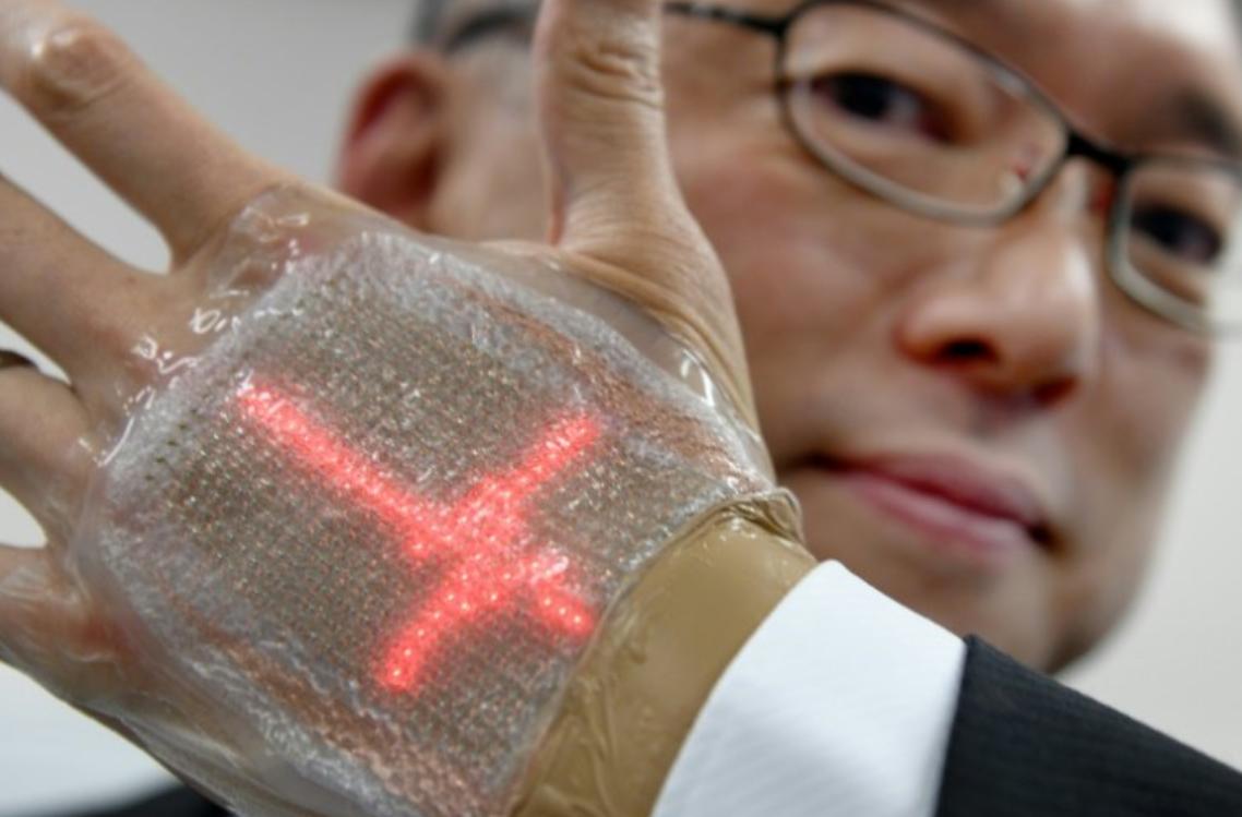 Samsung придумала OLED-дисплей, который крепится на кожу человека