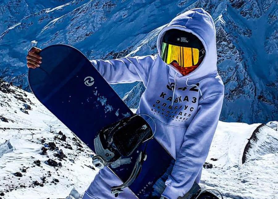 Как встать на сноуборд и сколько стоит экипировка сноубордиста?
