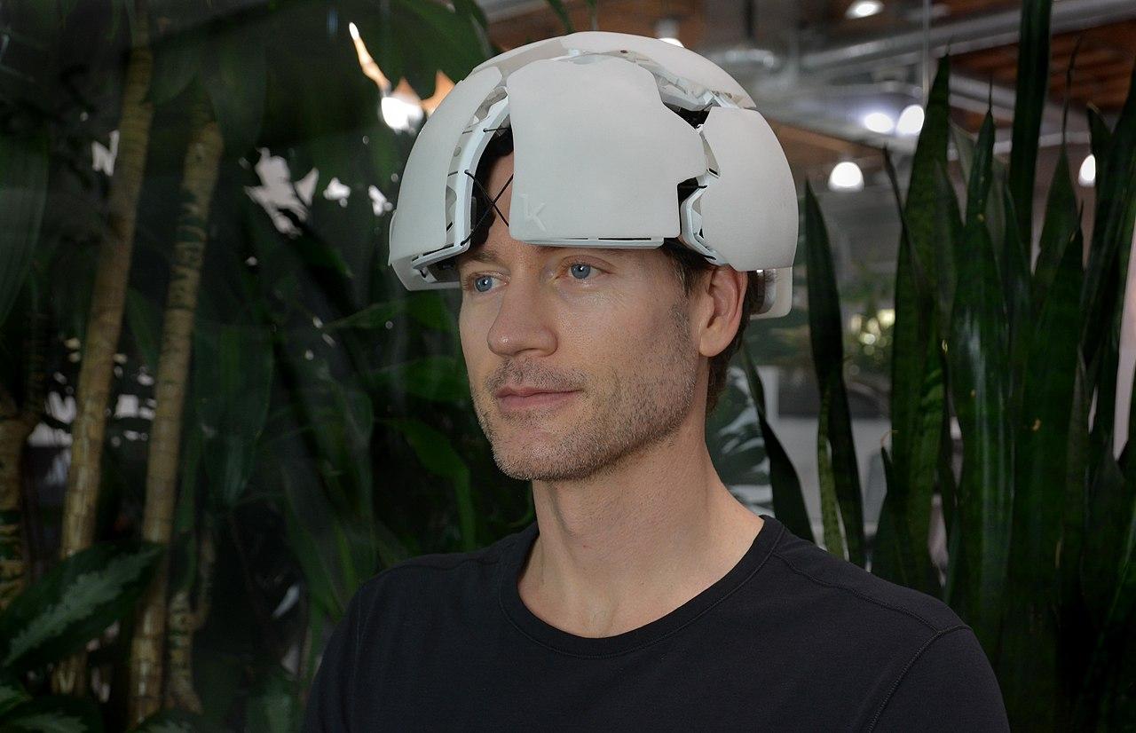 Представлен шлем, который умеет читать мысли. Он стоит 3,6 миллиона рублей