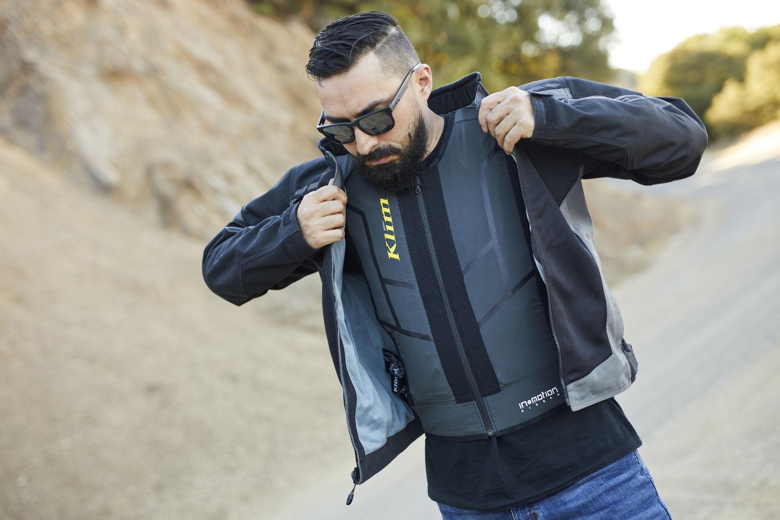 Появился защитный жилет для мотоциклистов с подушкой безопасности. Но она работает по подписке