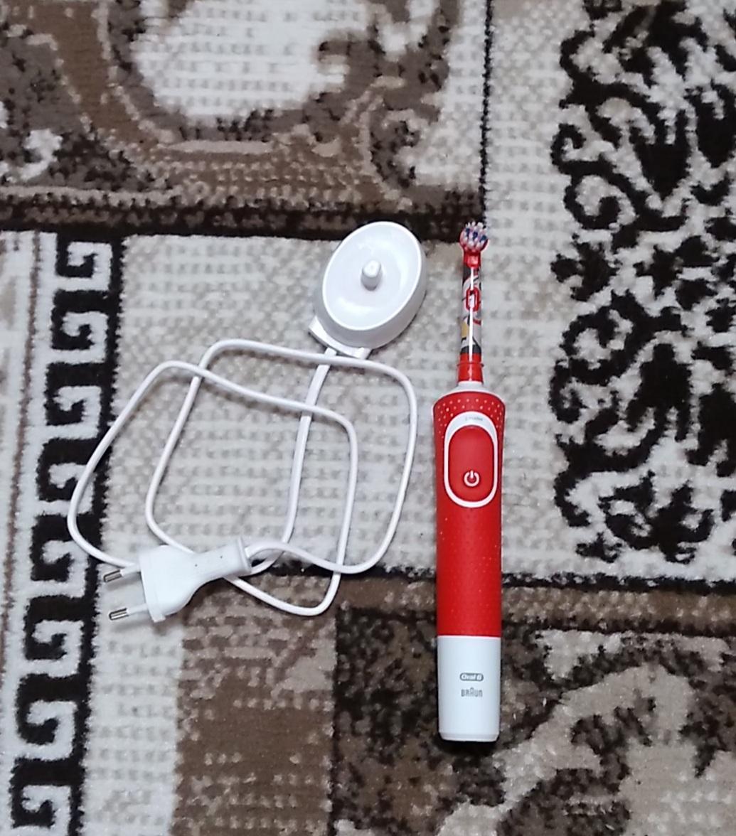 Обзор электрической зубной щетки Braun Oral-B Vitality D100.433.2K Star Wars