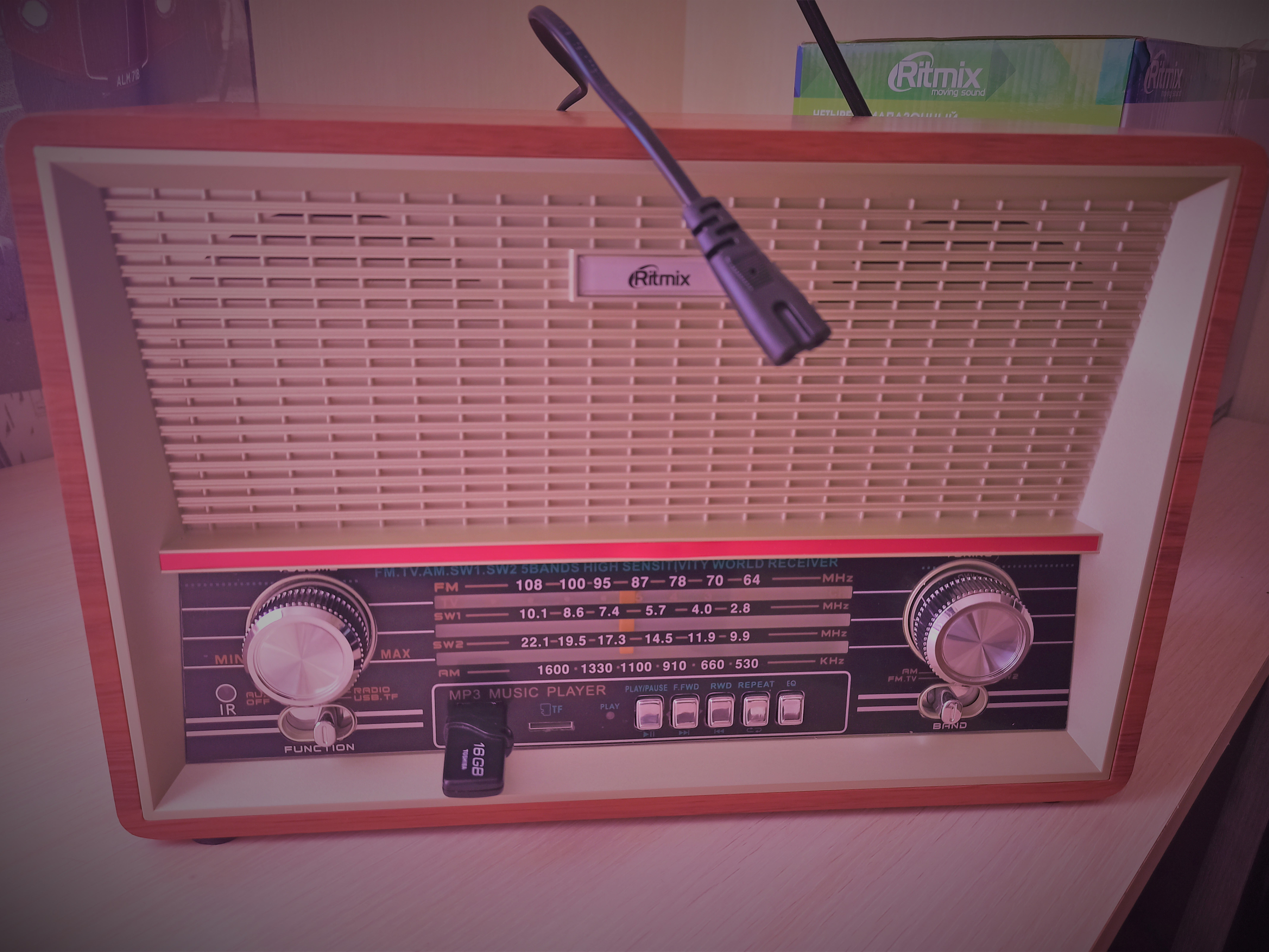 Видеообзорбзор радиоприёмника Ritmix RPR-102 Beech